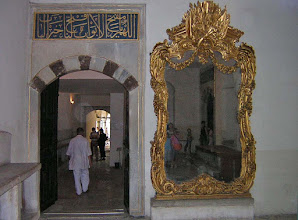 Photo: Harem, Topkapi Palace with huge mirrors to all corridors ****** spiegels aan de ingang.