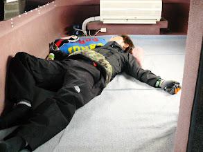 Photo: マエダさんダウン。 船酔いです。 予報1mなんですが、2mから2.5mはありますなー!