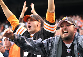 Photo: Browns fans react to the win over Cincinnati. (John Kuntz, The Plain Dealer)