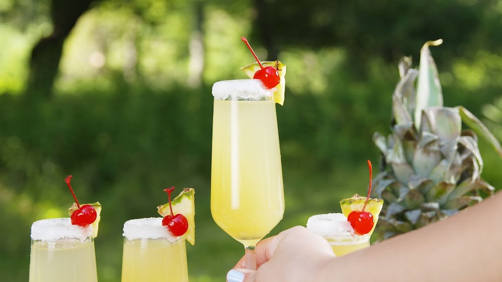 best-brunch-cocktail-recipes_pina_colada_mimosas.jpg