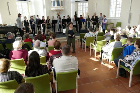 Bis auf den letzten Sitzplatz war der Berlischky-Pavillon am Sonntagnachmittag zum Abschlusskonzert des 11. Flötentreffen gefüllt. Foto: Andreas Schwarze/BlickPunkt