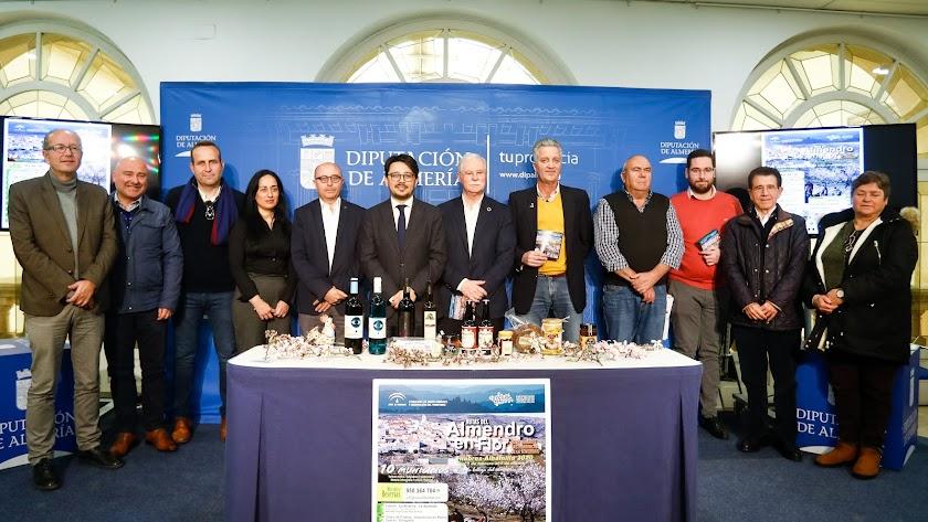 En la presentación estuvieron el diputado de Cultura, Manuel Guzmán, y diferentes autoridades políticos de la comarca.