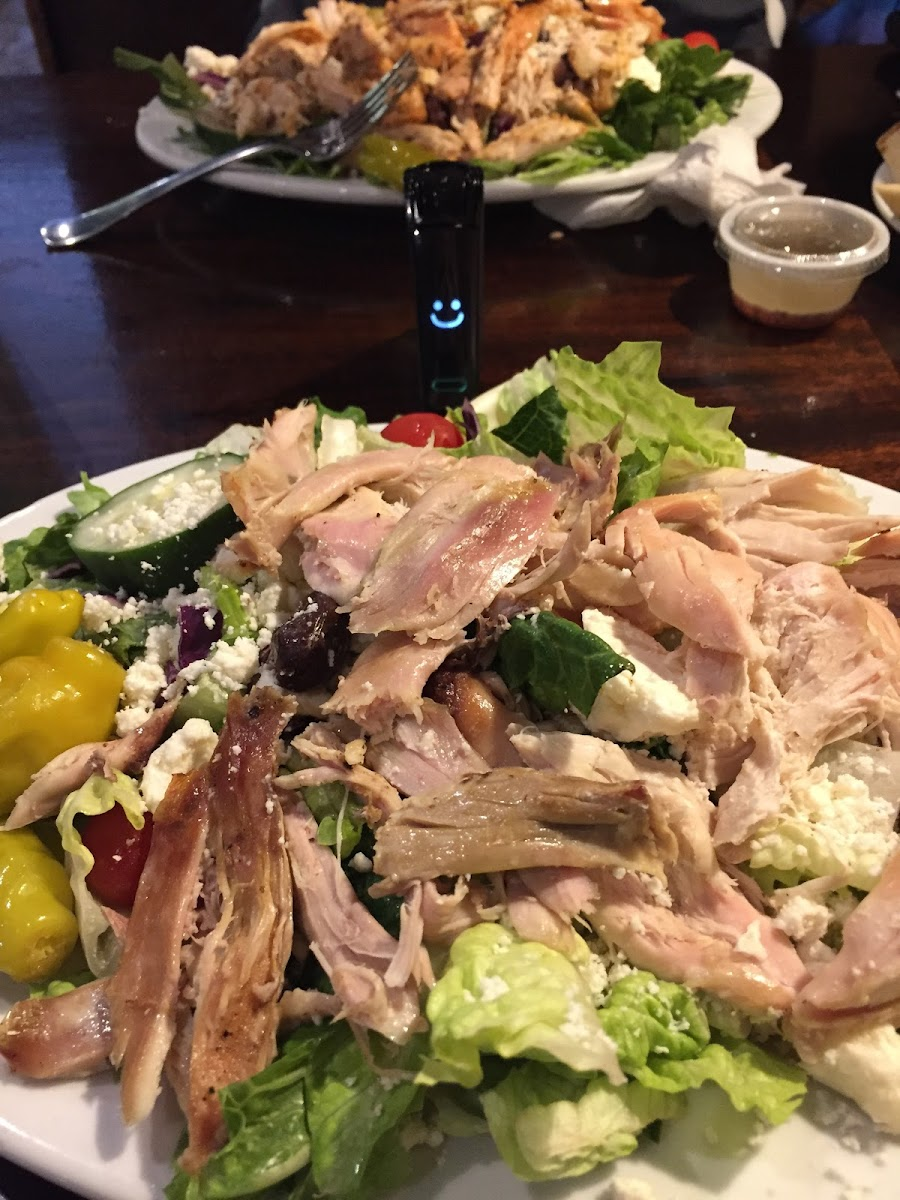Greek salad with chicken and viniagrette dressing