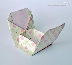 Photo: http://bettys-crafts.blogspot.com/2013/07/origamibox-geschenkbox.html