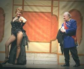 """Photo: DIE CSARDASFÜRSTIN in einer Produktion des Tourneetheaters """"Johann Strauß-Operette Wien). Links Manuela Miebach als Anthilte."""