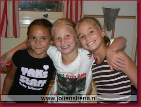 Photo: met turnmaatjes Marysa en Roos