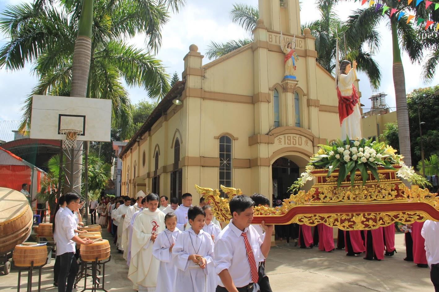 Giáo xứ Ngạn Sơn: Thánh lễ Bổn mạng và Làm phép Nhà mới - Ảnh minh hoạ 13
