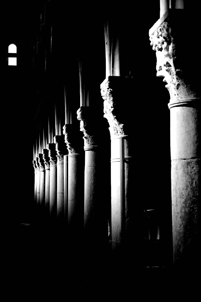 Luce in colonna  di Matteo Faliero