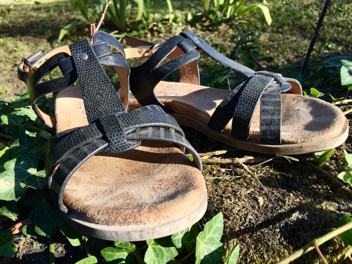 Women's Travel Clothing for Hot Climates // Summer Sandals