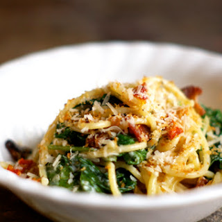 Spaghetti With Bacon, Panko and Arugula