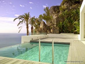 Photo: Piscina desbordante, Mar Mediterráneo y jardín de terraza.