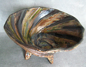 Photo: bowl with feet black, iron red and green glaze stripes