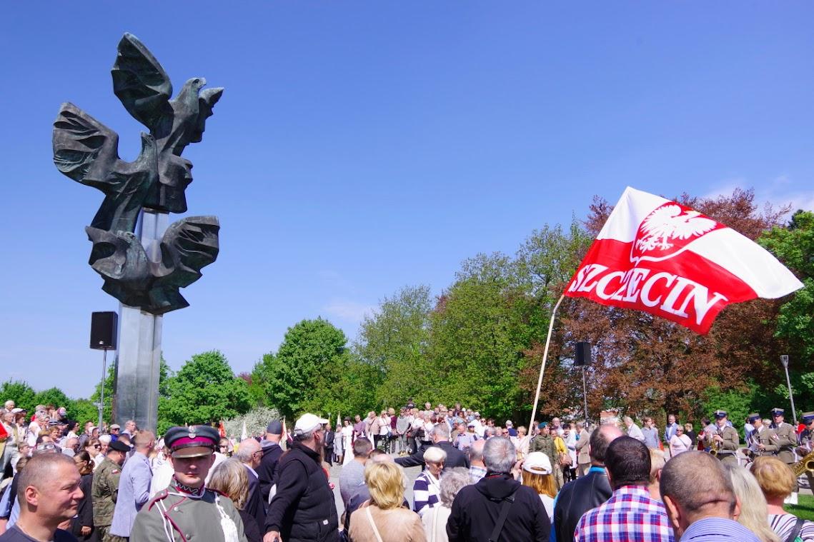 Hunderte Menschen gedachten am Denkmal