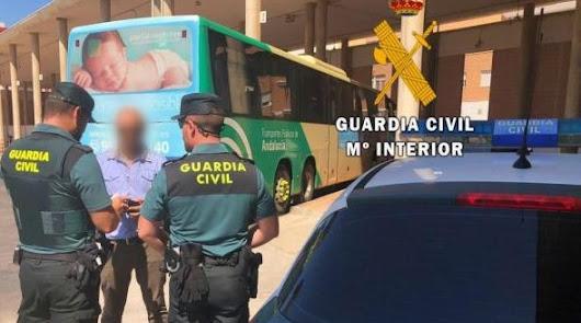Intenta abandonar Roquetas en autobús al saber que era buscado por dos robos
