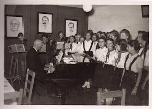 Photo: 1951 Chor und Orchester