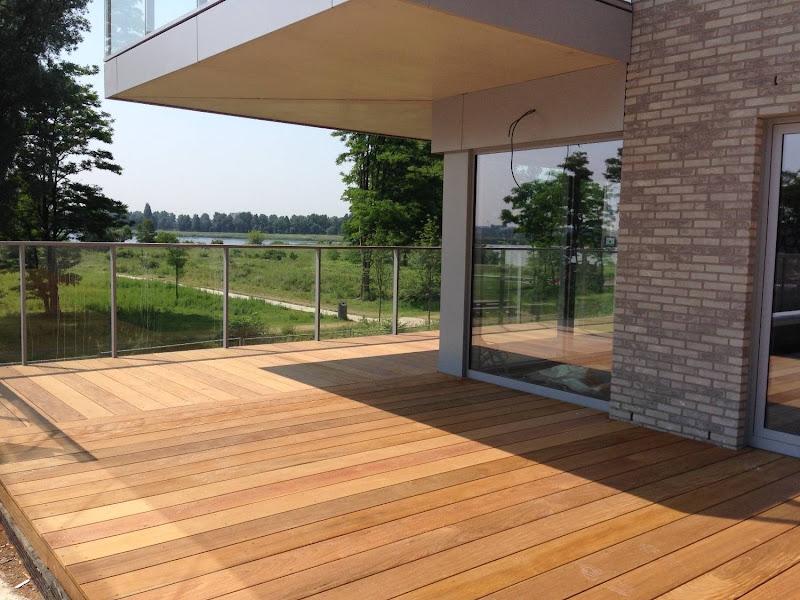 Terrasafwerking hout - Project appartementsgebouw 1200 m2
