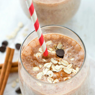 Cinnamon-Roll Chocolate Chip Oatmeal Smoothie