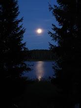 """Photo: """"Sininen hämärä"""" on ollut ohi jo aikoja sitten Ruoveden rannoilla 5.9.2009 - tässä on muuten vaan nättiä sinista kuun kera ;)"""