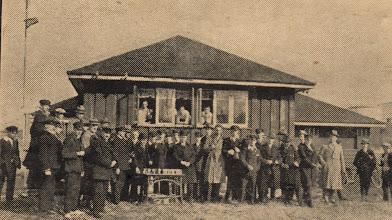 Photo: Odense Roklub 1928. Da TORT blev stiftet dette år bestod klubben af 93 aktive roere samt 37 passive – alle mænd. Roklubben lå på Norges Kaj, hvor den store FAF bygning i dag ligger.