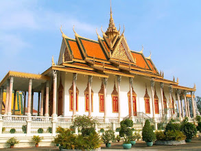 Photo: Phnom Penh - Srebrna Pagoda, Wat Preah Keo Morokat (Świątynia Szmaragdowego Buddy) / Sliver Pagoda, Temple of the Emerald Buddha