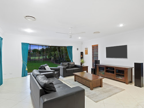 Photo of property at 3191 Riverleigh Drive, Hope Island 4212