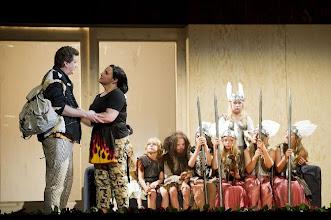 Photo: GÖTTERDÄMMERUNG in Lübeck. Inszenierung Anthony Pilavachi. Premiere 5.9.2010. Richard Decker (Siegfried) und Rebecca Teem  (Brünnhilde. Foto: Oliver Fantitisch