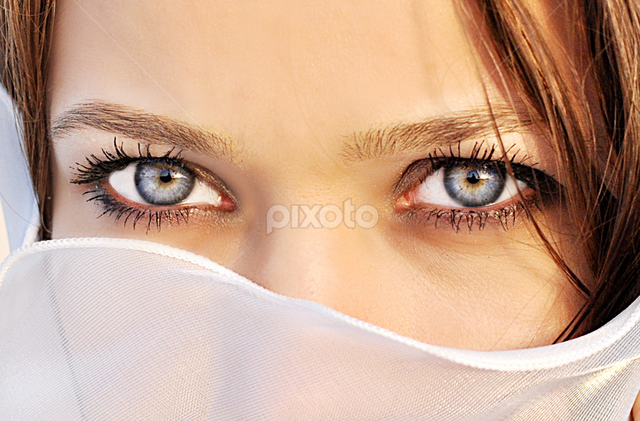 by Ron Margallo - People Body Parts ( girl, woman, pretty, eyes )
