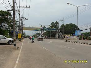 Photo: Rechts befindet sich das Krankenhaus von Krabi...geradezu gehts zur Strandpromenade