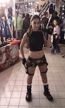 Photo: Une cosplayeuse Lara Croft