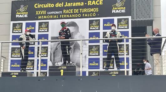 Francisco Puertas no se baja del podio durante todo el fin de semana