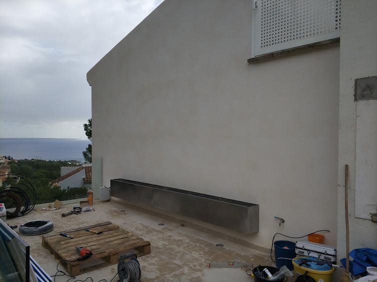 Primera fase del jardín vertical