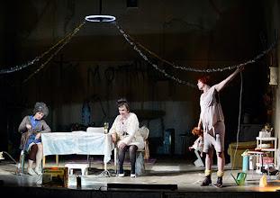 Photo: Wien/ Akademietheater: DIE PRÄSIDENTINNEN von Werner Schwab. Inszenierung David Bösch. Regina Fritsch, Barbara Petritsch, Stefanie Dvorak. Copyright: Barbara Zeininger