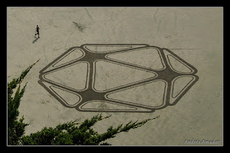 Photo: '20 Faces', Ocean Beach, SF. A collaboration with Vibrata Chromodoris (vibrata.com). My first attempt at referencing a 3 dimensional object, in this case an icosahedron, which has 20 faces (trangles).