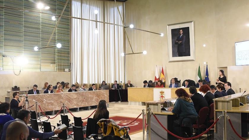 Imagen del Pleno celebrado este lunes en el Ayuntamiento de Almería.