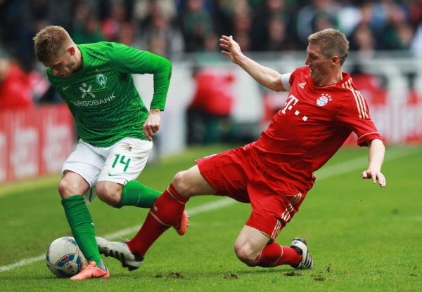 Photo: BREMEN, GERMANY - APRIL 21: Aaron Hunt (L) of Bremen and Bastian Schweinsteiger of Muenchen battle for the ball during the Bundesliga match between SV Werder Bremen and FC Bayern Muenchen at Weser Stadium on April 21, 2012 in Bremen, Germany.  (Photo by Joern Pollex/Bongarts/Getty Images)