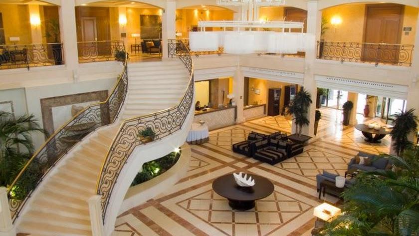La Envía fue construido en 2004 como el primer hotel cinco estrellas de la provincia, ubicado en el término municipal de Vícar.