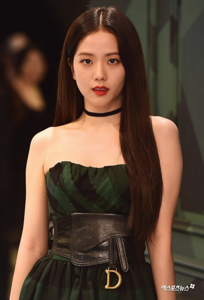 BLACKPINK-Jisoo-Attends-Dior-Pop-up-Store-Opening-Event-2019-jisoo-blackpink-42969470-696-1024