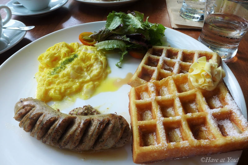 waffles with bfast sausages