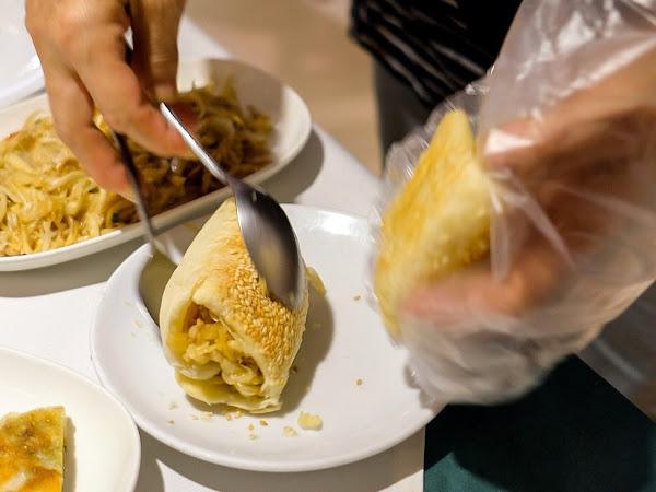 台北大安 超好吃燒餅夾肉、豆沙鍋餅!圍爐酸菜白肉火鍋