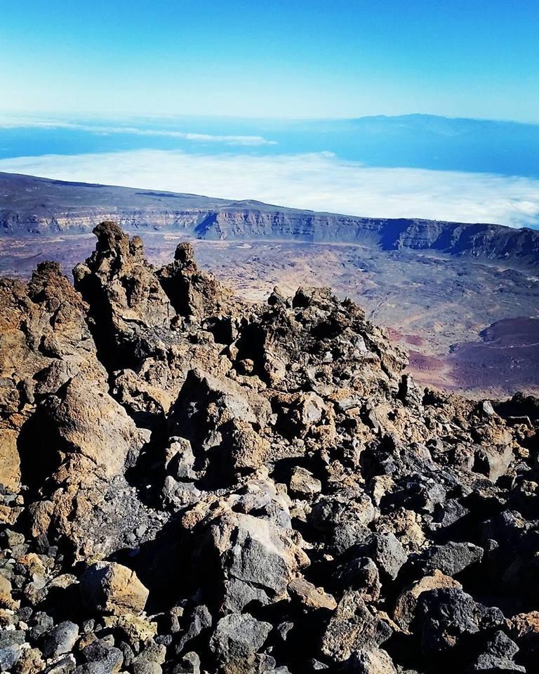 Terra di lava e mare che si confonde con il cielo... di IuliaLungu