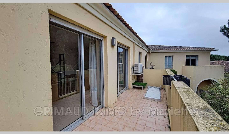 Appartement avec terrasse et piscine Gassin