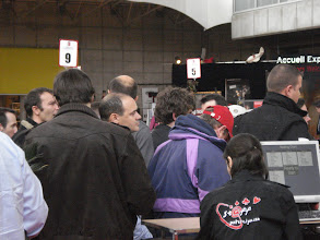 Photo: La foule de joueurs prêt à manger du chips, Raph le regard déterminé, visant la table finale !