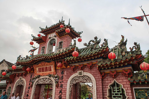 Ponant-Vietnam-building-lanterns.jpg - Explore Hội An, Vietnam, on your Ponant cruise to smaller Asian ports of call.