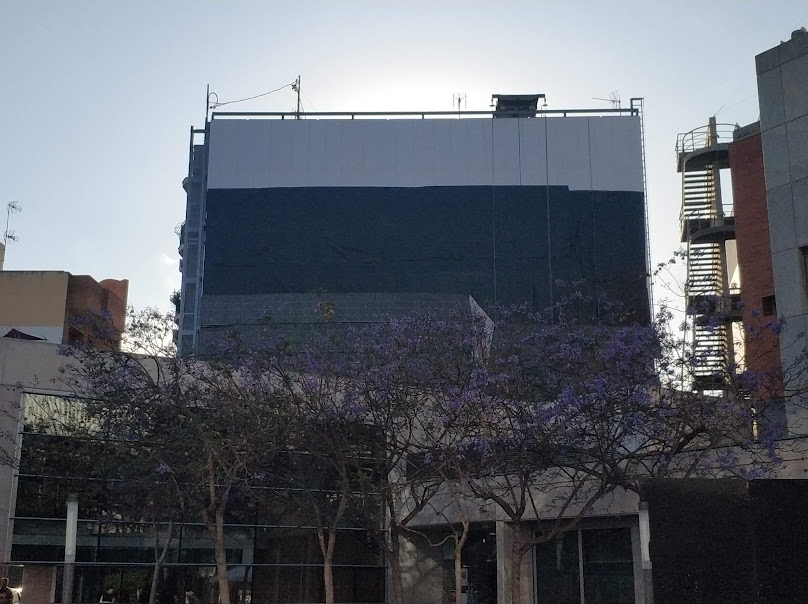 Colocación del geotextil del jardín vertical de San Vicente del Raspeig