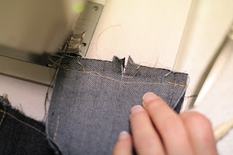 Photo: Ripped the first seam and clipped at the notch  On crante au cran et découd la première couture
