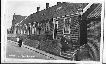 Photo: Zuiderstraat: In een van deze huisjes is mijn vader geboren (1905)