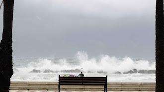 Imagen de archivo de temporal costero en Almería.