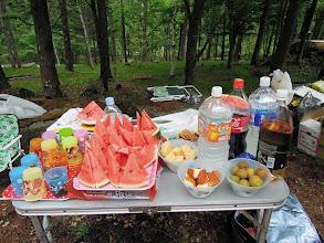 Photo: 飲み物は麦茶、コーラ、スポドリ、ジンジャーエール、食べ物は、スイカ、クッキー、ケーキ、梅酒の梅(エリーの差し入れ)と代々木に負けない豪華さ。バックの美しいグリーンが合宿を語る。