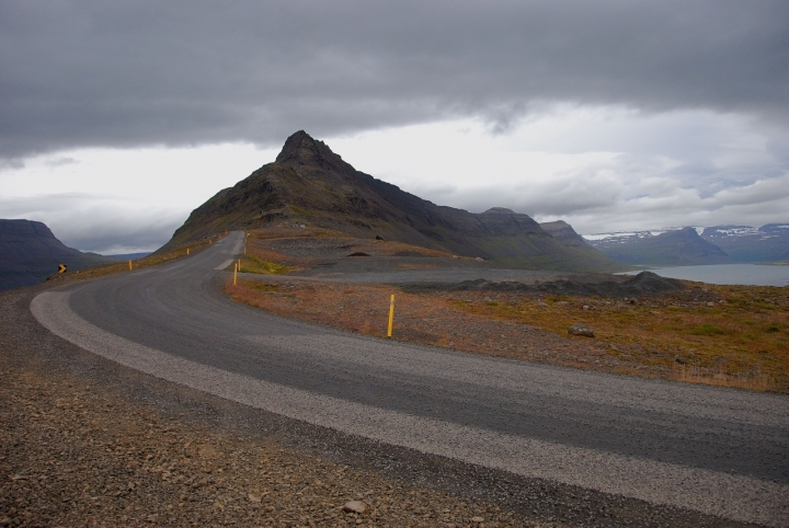 On the road in Iceland di photos