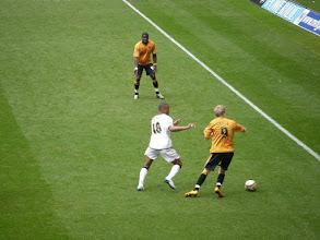 Photo: Andy Keogh voor Wolverhampton aan de bal.